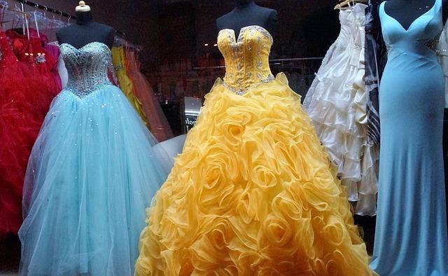 různé plesové šaty