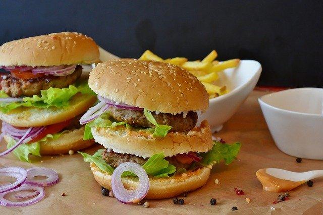 burgery s dresinkem