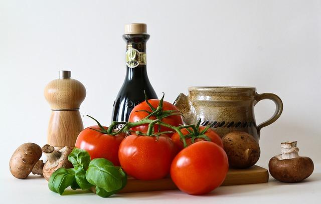 zelenina a kuchyňské doplňky