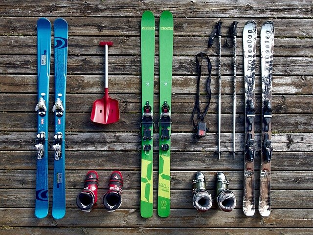 lyže a lyžařská obuv