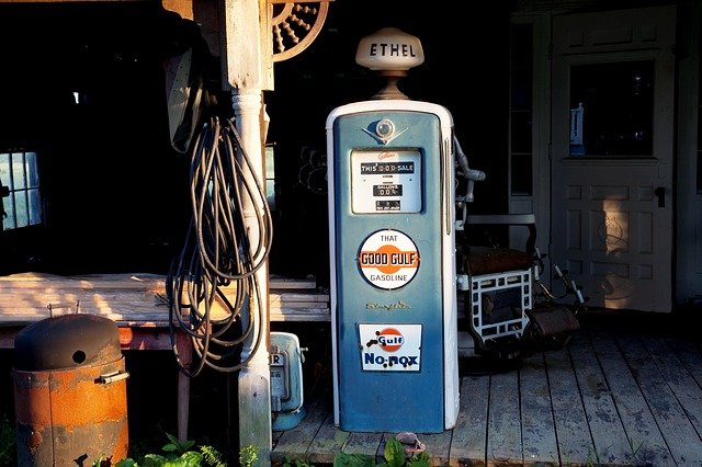 stará pumpa na naftu