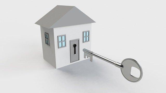 malý šedý domeček, veliký klíč