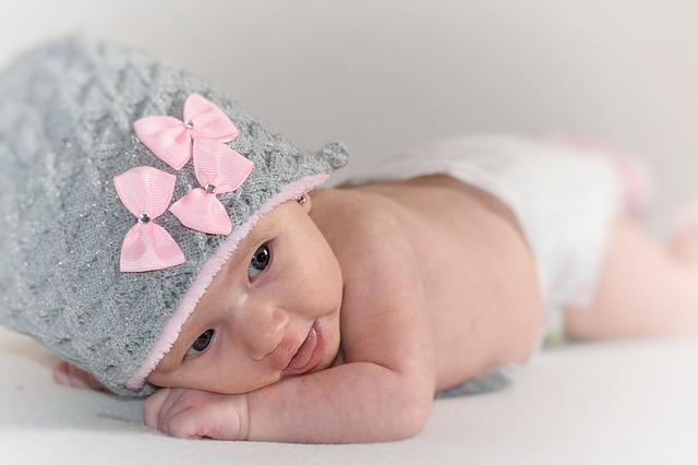 miminko v čepici
