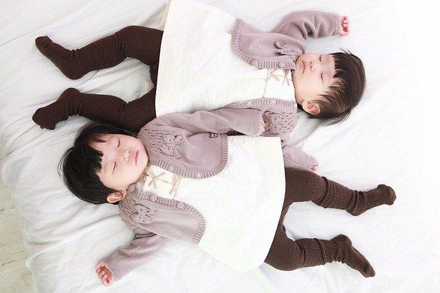spící dvojčata