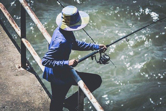 rybaření z mostu