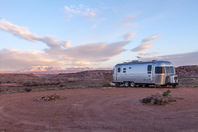 mobilní dům na poušti