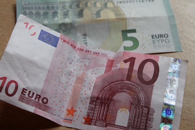 bankovky 10 plus 5 euro