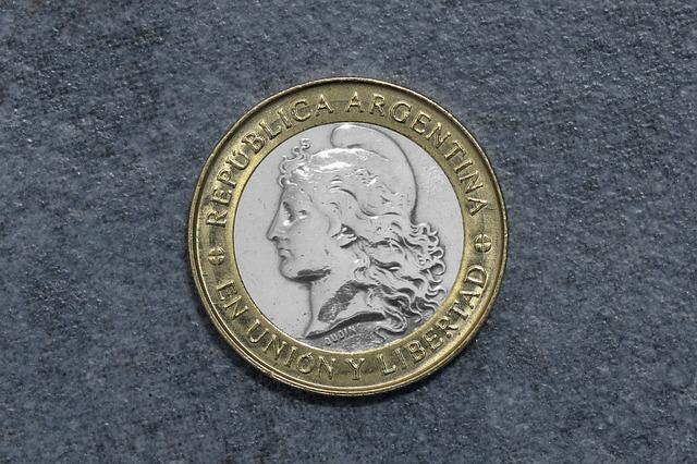 zlatostříbrná argentinská mince