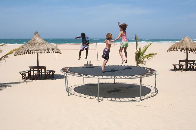 Trampolína na pláži.jpg