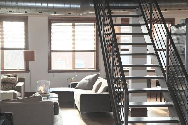 schodiště v obýváku