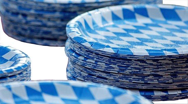 vzorované papírové talířky
